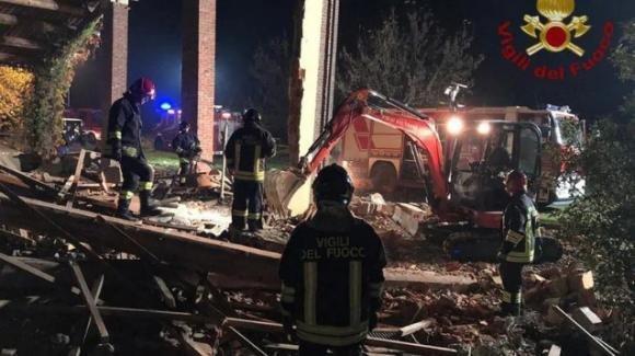 Alessandria, esplosioni in un cascinale: morti tre vigili del fuoco