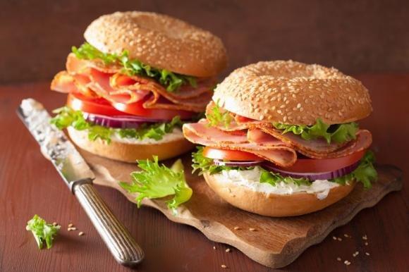 Burger al prosciutto