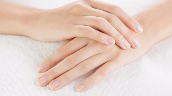 Come eliminare le cuticole dalle unghie