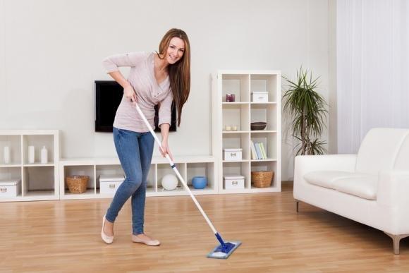 Come pulire il parquet con prodotti naturali senza rovinarlo